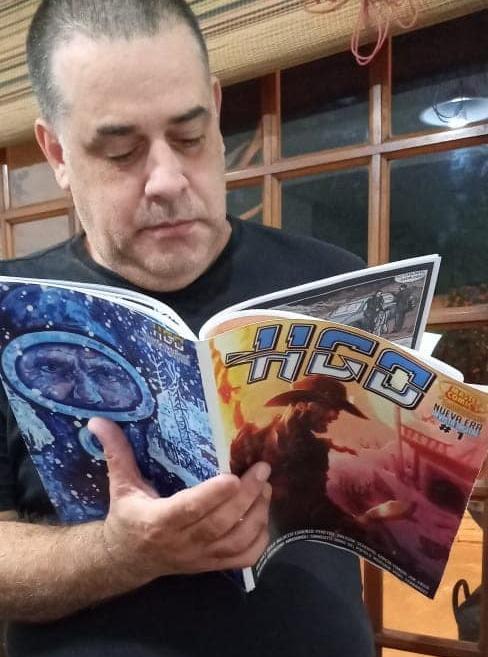 gcomics-hgo-nueva-era-cesar-leyendo