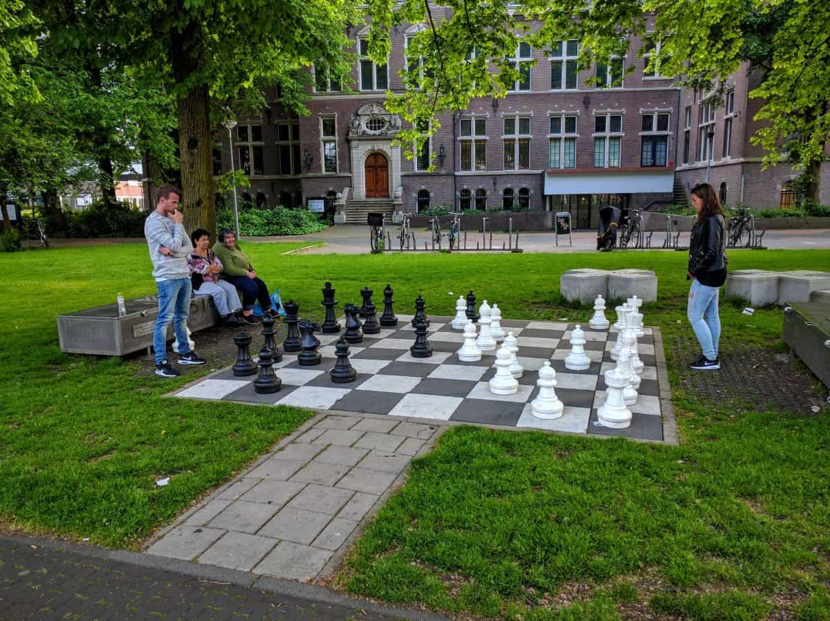 Jogar xadrez em Amsterdã