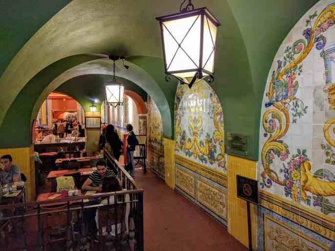 Cervejaria Trindade, em Lisboa: primeira ala, bar