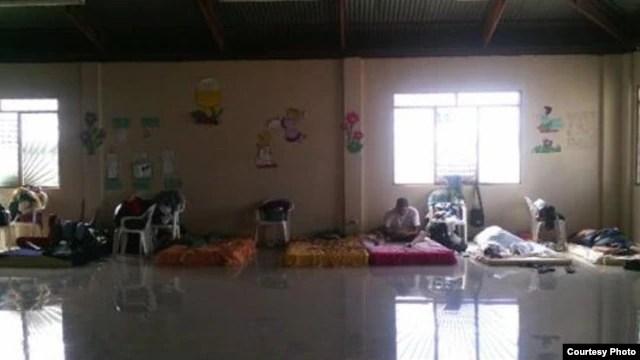 Dormitorio improvisado para migrantes cubanos en un campamento de la ciudad de Liberia (Guanacaste), Costa Rica.