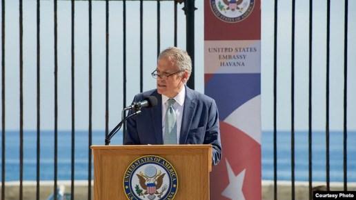 DeLaurentis durante la apertura de la embajada de EEUU en La Habana.