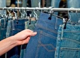 """""""Esta ropa está especial, pero cuando digo que es hecha en casa… se van"""", dice una fabricante de ropa artesanal (foto AC-San Martín)."""
