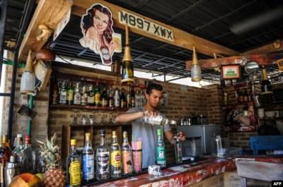 Un bar privado en La Habana.