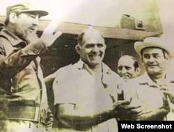 Reinaldo Peguero (centro), junto a Fidel Castro y Fidel Ramos, entonces primer secretario del Partido Comunista en Pinar del Río. Foto Café Fuerte.