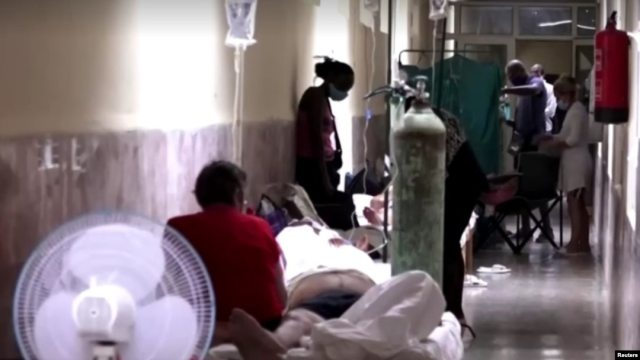 """En Cuba solo hay medicamentos en """"bolsa negra"""" y una cama en un hospital cuesta 1,000 pesos, denuncian desde la isla"""