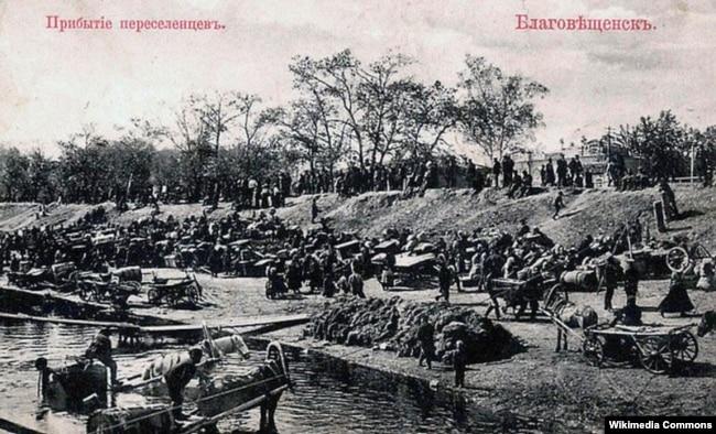 Прибуття переселенців в місто Благовіщенськ. Листівка з періоду кінця 19-го – початку 20 століття