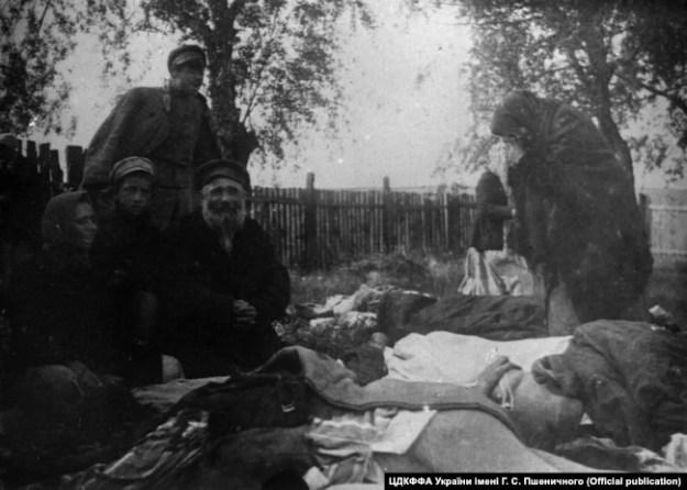 Жертвы погрома в Черкассах, июнь 1920 года. Фото: ЦГКФФА Украины