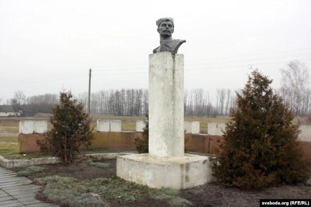 Помнік Чапаеву ў Аброве