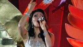 Дарига Назарбаева исполняет песню из репертуара Лучано Паваротти. Алматы, 8 сентября 2012 года.
