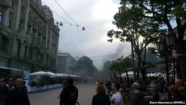 Первые столкновения на Дерибасовской улице, Одесса, 2 мая 2014 года