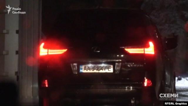 Номерні знаки позашляховика «Лексуса» зареєстровані на автівку «Шкода Фабія»
