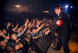 """Концерт группы """"Коррозия металла"""" в 1992 году. Фото Ханса-Юргена Буркарда"""