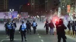 Jandarmeria a dat luni noapte 650 de amenzi, după proteste anti-restricții în 70 de localităţi.