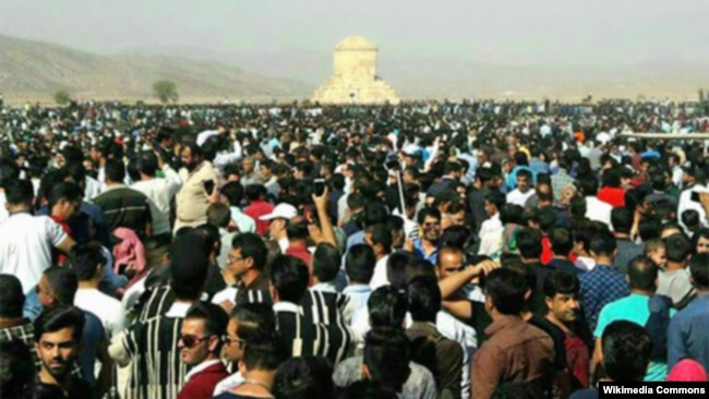 Pasargadae gathering in 2016, Cyrus Day, which turned into a loud protest against the Islamic regime and pro-monarchy slogans were heard.