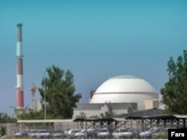 ايران می گويد برنامه هسته ای این کشور کاملا صلح آميز است. اما کشورهای غربی نگرانند که ايران که ايران مخفيانه به توليد سلاح های هسته ای بپردازد