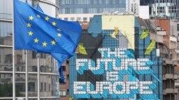 Motiv de celebrare la Bruxelles: Primele 12 țări ale căror planuri naționale de redresare și reziliență au fost aprobate pot semna acum acordurile de finanțare.