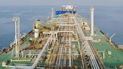 تصویری از یک نفتکش در یکی از بنادر ایران
