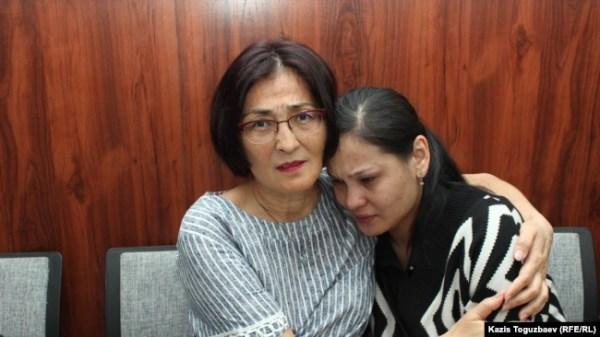 Справа Асель Копбосынова, жена осуждённого на восемь лет Алмата Жумагулова по делу «джихадистов», — после оглашения постановления апелляционного суда. Алматы, 20 мая 2019 года.