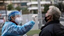 Testarea a scăzut semnificativ în ultima lună, exact în momentul în care în Româmia a fost depistată noua tulpină de coronavirus din Marea Britanie.