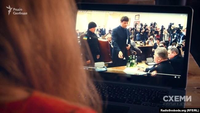 Просто під час засідання Кабміну на голову ДСНС Сергія Бочковського та його заступника Василя Стоєцького одягли наручники
