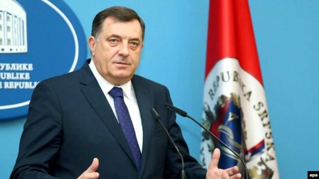 Dovoljna je bila jedna mala batina, pa da neko ko je sa stanovišta lokalne politike najjači čovjek - odjednom postane vrlo mekan (na fotografiji Milorad Dodik)