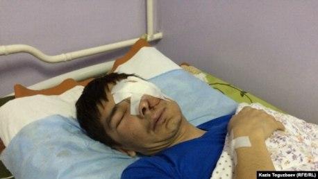Максат Досмагамбетов после операции в больнице в Алматы. 2 апреля 2015 года.