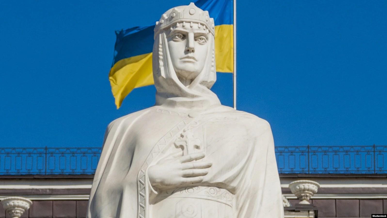 Київ. Пам'ятник правительці періоду України-Русі, Київській княгині Ользі, яка у 957 році прийняла християнство, відвідавши Константинополь