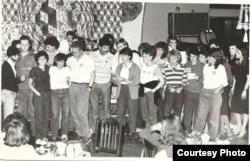 """Американские студенты, слушатели курсов ЛГУ, на """"вечере дружбы"""", 1980-е."""