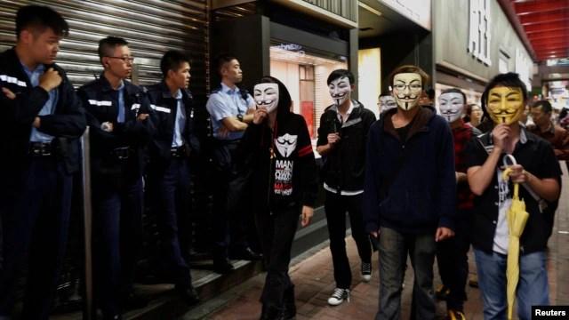 """Thuật ngữ """"bất tuân dân sự"""" ngày càng được nhắc tới nhiều hơn ở trong nước sau cuộc phản kháng chính quyền Bắc Kinh của nhiều người dân Hong Kong, đa số là thanh niên và sinh viên, hồi cuối năm ngoái."""