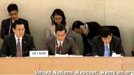 Thứ trưởng Ngoại giao Việt Nam Hà Kim Ngọc đọc diễn văn.