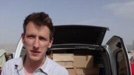 Abdul-Rahman (Peter) Kassig, nhân viên cứu trợ người Mỹ, trong chuyến đi cung cấp thực phẩm cho người tị nạn tại Thung lũng Bekaa ở Libăng, tháng 5/2013.