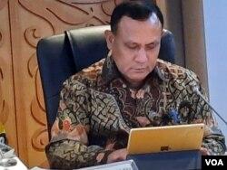Ketua KPK Firli Bahuri di gedung MPR/DPR, Jakarta, Selasa (14/1). (VOA/Fathiyah)