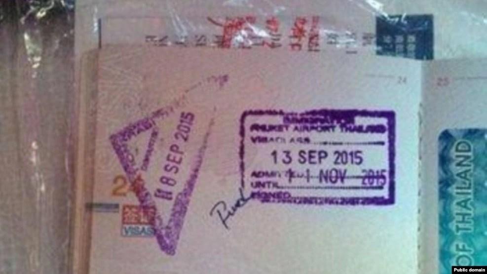 Nữ du khách TQ cho biết rằng hộ chiếu của bà đã bị ghi một từ chửi tục sau khi bị nhân viên hải quan giữ khoảng vài phút.