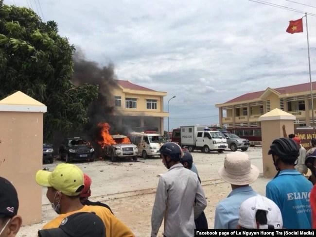 Xe cảnh sát bị đốt cháy ở một trụ sở thuộc công an tỉnh Bình Thuận, 10/6/2018