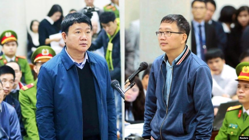 Ông Đinh La Thăng (trái) và ông Trịnh Xuân Thanh xuất hiện trước tòa tại Hà Nội, ngày 8/1/2018. (Ảnh: VNA/Doan Tan via REUTERS)