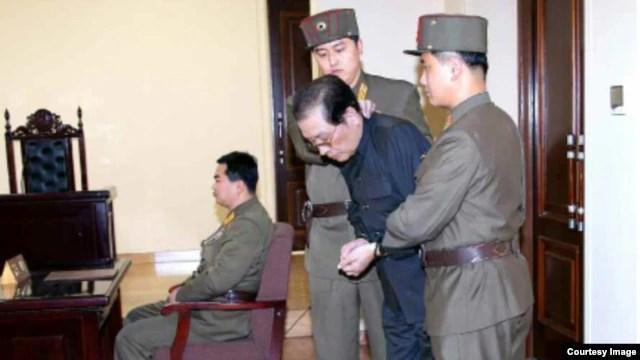 တရားရံုးတင္ ကြပ္မ်က္ခံလိုက္ရတဲ့ ေျမာက္ ကိုရီးယား ေခါင္းေဆာင္ Jang Song Thaek။