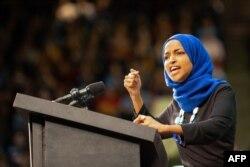 Perwakilan Minnesota Ilhan Omar, yang juga seorang Muslim AS, di The Saint Paul River Center pada 2 Maret 2020 di Saint Paul. (Foto: AFP)