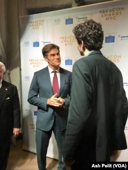 Beacon Ödülleri gecesine katılan isimlerden biri de Dr. Mehmet Öz oldu.