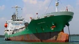 Tàu chở dầu Singapore Naniwa Maru 1 neo tại cảng Klang, Malaysia hồi tháng 4/2014 sau khi bị cướp biển cưỡng chiếm. Hải tặc ở Biển Ðông đã thực hiện nhiều vụ cướp tà dầu kể từ cuối tháng 4.