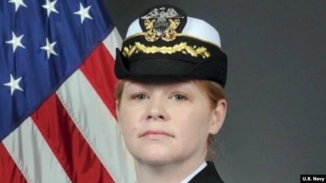 Nữ hạm trưởng Amy Graham, chỉ huy tàu khu trục USS Curtis Wilbur.