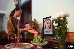 Bàn thờ cô Bùi Thị Nhung, một trong số 39 nạn nhân.