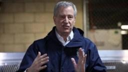 El alcalde de Nueva York, Bill de Blasio, dice que pueden pasar semanas o meses antes de que la ciudad reabra su actividad económica.