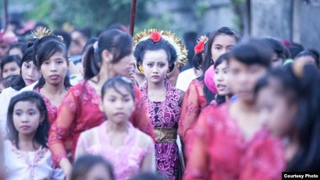 Acara perkawinan seorang anak perempuan di Lombok, NTB. (Courtesy: Armin Hari)