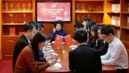 """中國數千萬共產黨員定期通過手機上的""""學習強國""""應用領會最高領導人習近平思想。"""