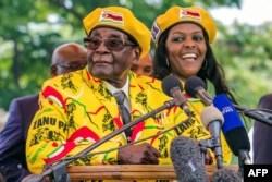 Former President Robert Mugabe and his wife, Grace Mugabe.