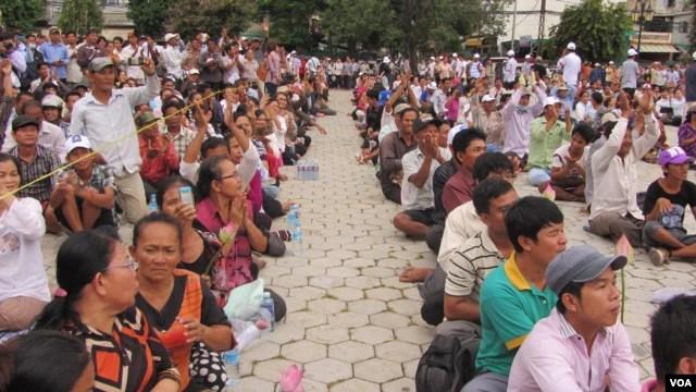Các viên chức Đảng Cứu quốc Campuchia hôm thứ tư đã huấn luyện cho những người ủng hộ họ những cách thức để có phản ứng bất bạo động trước sự khiêu khích của cảnh sát.