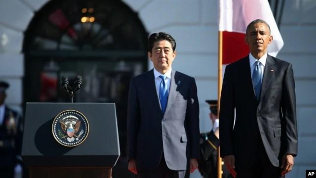 Tổng thống Mỹ Barack Obama tổ chức buổi lễ đón tiếp Thủ tướng Nhật Bản Shinzo Abe trên sân cỏ phía Nam Tòa Bạch Ốc, ngày 28/4/2015.