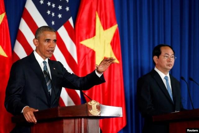 Tổng thống Mỹ Barack Obama phát biểu trong cuộc họp báo chung với Chủ tịch nước Việt Nam Trần Đại Quang tại Hà Nội, ngày 23/5/2016. Tổng thống Obama nói Hoa Kỳ và Việt Nam vẫn còn những bất đồng về nhân quyền và mỗi thương vụ bán vũ khí sẽ được xét duyệt trên căn bản từng trường hợp một.