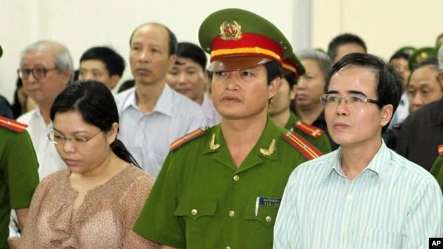Luật sư bất đồng chính kiến Lê Quốc Quân tại phiên xử tại Hà Nội, ngày 2/10/2013.
