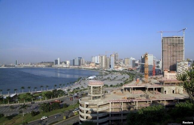 Vista geral da baía de Luanda a partir da fortaleza de S. Miguel